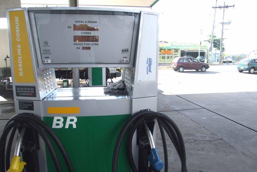 Cade pede explicações da Petrobras sobre preço da gasolina